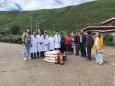 成都市二医院驻炉霍医疗队党员先锋队参与当地党建活动