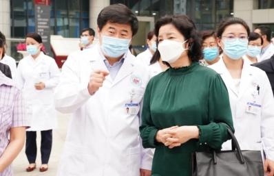 国务院医改领导小组专家组一行赴市二医院调研综合医改试点工作落实情况